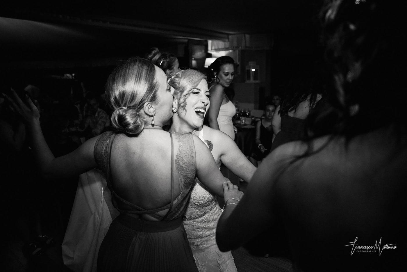 servizio fotografico di matrimonio durante la festa ricevimento balli al castello rosso di costigliole saluzzo di Francesco Matturro