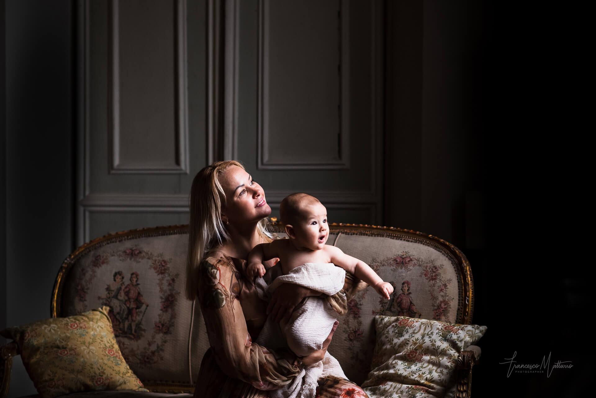 Servizio fotografico per famiglie con neonati e mamme in gravidanza in studio fotografico ad Asti di Francesco Matturro